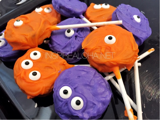 Super Quick Halloween Treats -- Monster Oreo Pops -- Inspirealoha.net