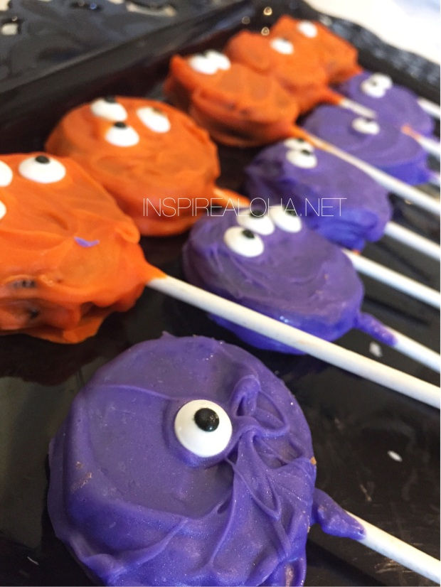 Monster Oreo Pops -- Super Quick Halloween Treats -- inspirealoha.net